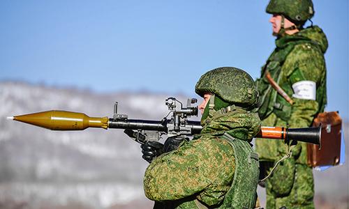 Quân nhân Nga luyện tập sử dụng súng chống tăng RPG-7. Ảnh: TASS.