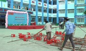 Sập giàn giáo trong trường tiểu học ở Sài Gòn, 25 trẻ nhập viện