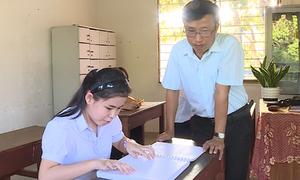 Người thầy khiếm thị làm mô hình lịch sử cho học sinh chuyên biệt