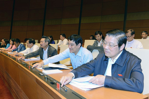 Các đại biểu thông qua dự luật tại kỳ họp thứ 6. Ảnh: Trung tâm thông tin Quốc hội.