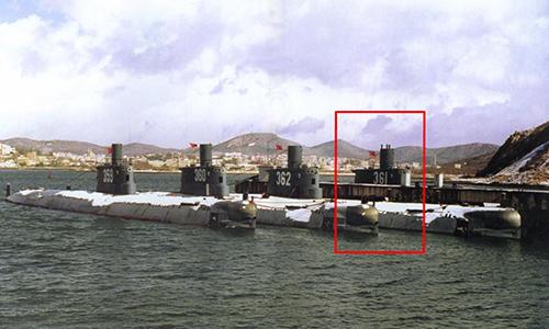 Tàu ngầm 361 (khoanh đỏ) tại căn cứ, Ảnh: Global Security.