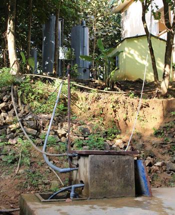 Hệ thống lọc, xử lý nước suối thành nước sạch lắp đặt tạiTrường THPT Mùn Chung. Ảnh: Phạm Thanh Đăng.