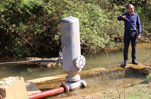 Bình trộn xử lý sơ bộ nước từ nguồn. Ảnh:Phạm Thanh Đăng.