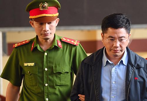Nguyễn Văn Dương trong phiên tòa sáng 21/11. Ảnh: Phạm Dự
