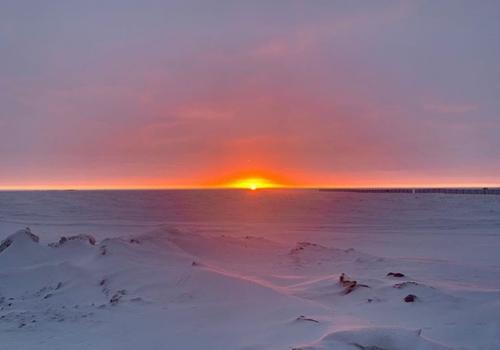 Mặt Trời mọc hôm 16/11, trước khi đêm vùng cực diễn ra. Ảnh: Olivia Kennedy.