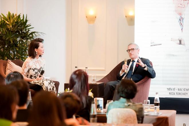Với hơn 30 năm kinh nghiệm trong ngành lazer thẩm mỹ và 10 năm trị liệu Thermage, Tiến sĩ Reza Torchizy từng chăm sóc sắc đẹp cho rất nhiều nam doanh nhân, chính khách, diễn viên Hollywood và hàng nghìn người khác.