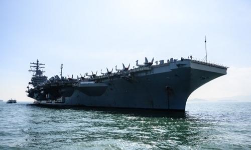 Tàu sân bay USS Ronald Reagan thăm cảng Hong Kong ngày 21/11. Ảnh: AFP.