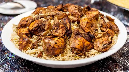 Món cơm và thịt truyền thống Emirati. Ảnh: Alamy