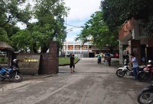 Bệnh viện Việt Nam-Thụy Điển Uông Bí nơi nam phạm nhân nhảy từ tầng năm xuống đất. Ảnh: Minh Cương