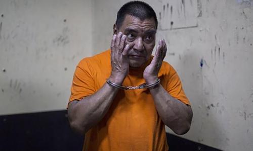 Cựu đặc nhiệm Guatemala Santos López Alonzo trong phòng giam. Ảnh: AP.