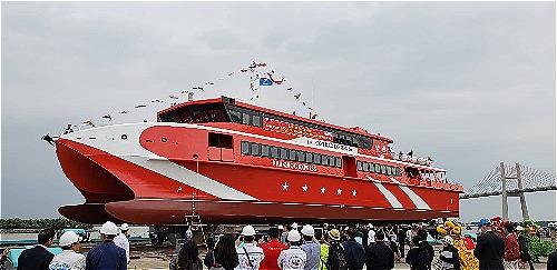Tàu cao tốcCôn Đảo Express36 đượchạ thủysáng 22/11 tại Hải Phòng. Ảnh: Giang Chinh
