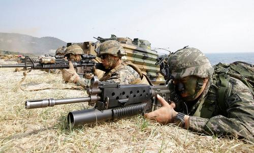 Lính Mỹ và Hàn Quốc tham gia tập trận Foal Eagle 2015. Ảnh: USFK.