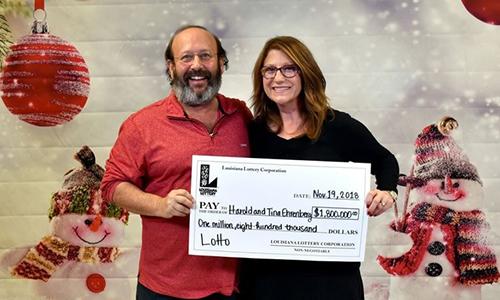 Harold và Tina Ehrenberg lĩnh giải thưởng 1,8 triệu USD. Ảnh: AFP.