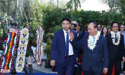Thủ tướng Việt Nam Nguyễn Xuân Phúc, giữa, đến dự Cấp cao APEC tại Papua New Guinea. Ảnh: TTXVN.