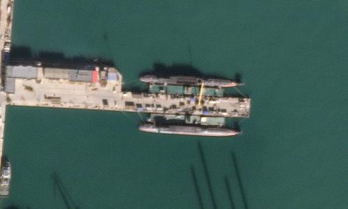 Hai tàu ngầm đang được đóng mới tại nhà máy Bột Hải. Ảnh: Planet Labs.