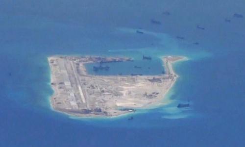 Một đảo nhân tạo Trung Quốc xây trái phép ở Trường Sa. Ảnh: Reuters.