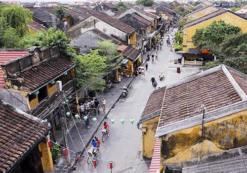 Hội An đang thu hút du khách từ sự hấp dẫn của đô thị cổ. Ảnh: Nguyễn Đông.