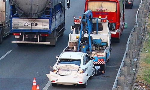 Một ôtô 4chỗ bị biến dạng sau tai nạn. Ảnh: An Nam