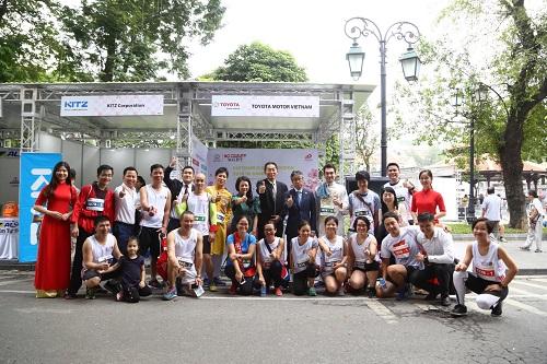 Các thành viên của Toyota Việt Nam tham gia giải chạy. Ảnh: TMV.