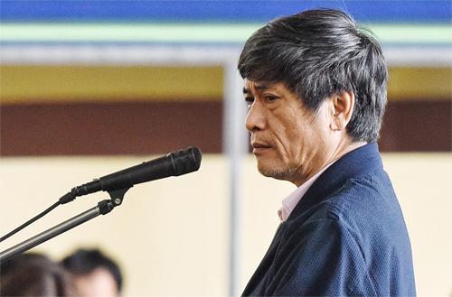 Bị cáo Nguyễn Thanh Hóa trong sáng 23/11. Ảnh: Giang Huy