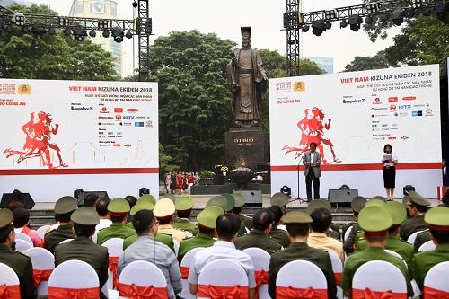 Đại sứ Nhật Kunio Umeda phát biểu tại lễ khai mạc. Ảnh: TMV.