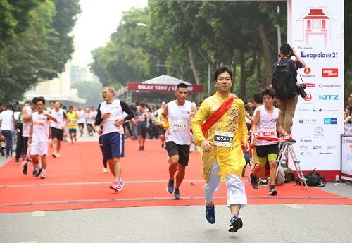 Ông Takayuki Tezuka một trong những vị lãnh đạo của Toyota Việt Nam tham gia Giải chạyẢnh: TMV.