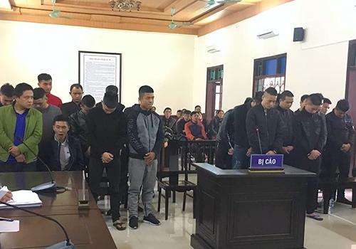 25 bị cáo tại tòa. Ảnh: Đức Hùng
