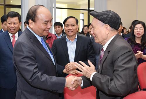Thủ tướng tiếp xúc cử tri tại Hải Phòng. Ảnh: VGP.