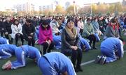 Trường Trung Quốc bị chỉ trích vì để học sinh quỳ lạy bố mẹ