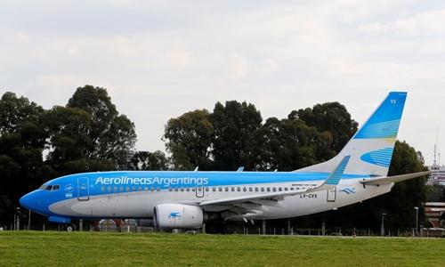 Máy bay của Aerolineas Argentinas tại Buenos Aires hồi tháng 10. Ảnh: Reuters.