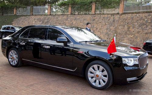 Mẫu limousine mới cũng từngxuất hiện trong một chuyến công du khác của ông Tập hồi tháng 7. Ảnh: Twitter.