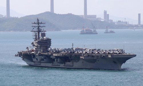 Tàu Ronald Reagan tiến vào Hong Kong hôm 21/11. Ảnh: Reuters.