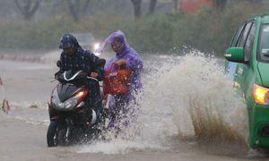 Sài Gòn thành biển nước sau bão Usagi