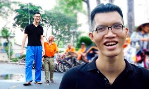 Chàng trai cao 2,2 mét ước mơ được như người bình thường