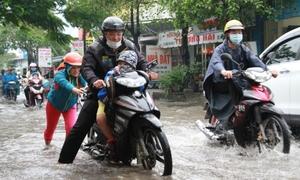 Toàn bộ học sinh Sài Gòn được nghỉ học hôm nay để tránh bão