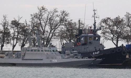 Các tàu Ukraine bị giữ tại cảng Kerch hôm 26/11. Ảnh: Reuters.