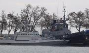 Nga áp giải ba tàu chiến Ukraine về cảng ở Crimea