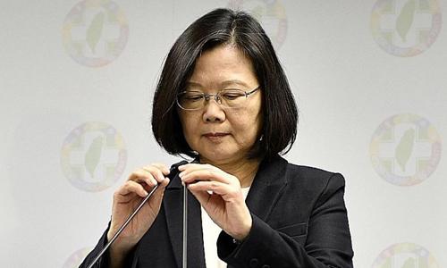 Lãnh đạo Đài Loan Thái Anh Văn phát biểu tại Đài Bắc sau cuộc bầu cử địa phương hôm 24/11. Ảnh: AFP.