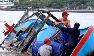 Hàng chục tàu đánh cá ở Vũng Tàu bị đánh chìm, vỡ toác sau bão