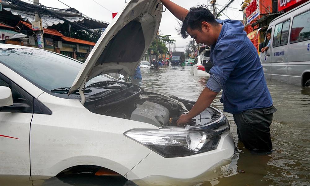 Cách xử lý ôtô bị ngập nước để tránh mất thêm tiền