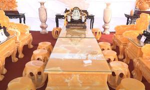 Bộ bàn ghế 8 tỷ đồng chế tác từ 50 tấn ngọc