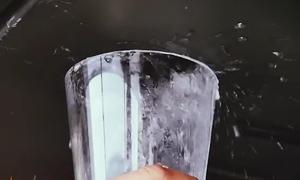 Ôtô chạy bằng khí Hydro và thải ra nước