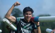 Bộ trưởng trẻ tuổi Malaysia gây sốt vì chạy đua 11 km dù bị ong đốt