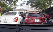 Tài xế Mazda quyết không nhÆ°á»ng ôtô chạy cÆ°á»p ÄÆ°á»ng