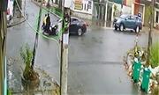 Xe máy qua ngã tư bị ôtô hất tung: Ai đúng, ai sai?