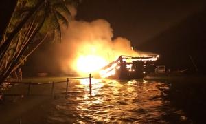 Tàu cá 9 tỷ ở Quảng Nam bốc cháy ngùn ngụt
