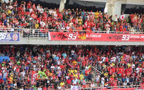 Một góc khán đài chật kín khán giả tại trường đua Sepang chặng 18.