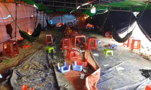Khu lều giữa bãi đất trống chứa 100 người đánh bạc tại Phú Yên