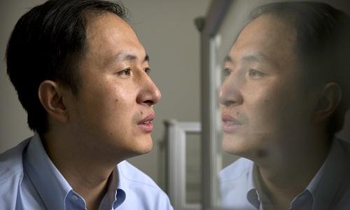Hạ Kiến Khuêtiến hành thí nghiệm chỉnh sửa gene ở phôi thai, làm dấy lên nhiều tranh cãi. Ảnh: AP.