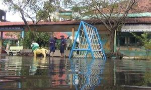 Hai ngày sau bão, trường mầm non ở Sài Gòn vẫn còn ngập